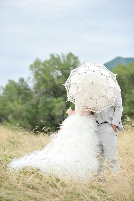 sombrinhas_blog de casamento_cerimônia_casamento em búzios2